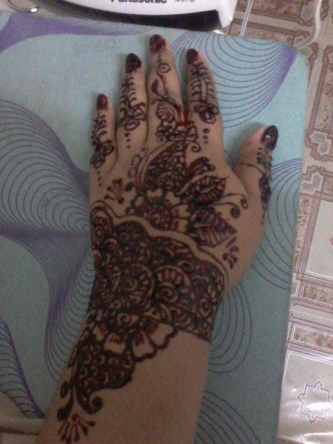 Henna Untuk Alis: Andaman Dan Solekan Di Cheras, Kuala